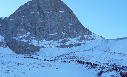 صعود زمستانی کوهنوردان استان مازندران به قله برز به مناسبت گرامیداشت چهلمین سالگرد پیروزی انقلاب اسلامی ، به میزبانی هیات کوهنوردی و صعودهای ورزشی شهرستان آمل