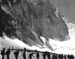 تاریخچه صعود به قلل منطقه تخت سلیمان و علم کوه – قسمت سوم